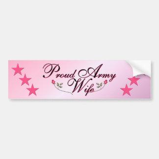 Esposa rosada y orgullosa del ejército etiqueta de parachoque