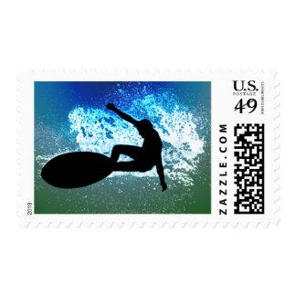Espuma azul y verde que practica surf franqueo