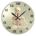 Esqueleto amistoso del reloj de 13 horas