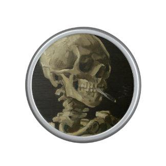 Esqueleto con el altavoz 1886 del cigarrillo