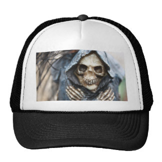 Esqueleto con el casquillo de la capilla gorra