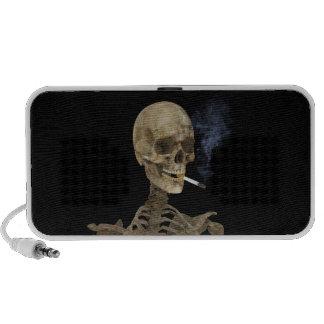 Esqueleto con el cigarrillo mini altavoces