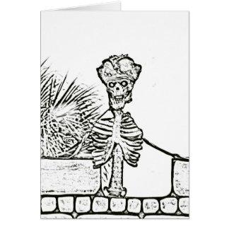 esqueleto con el gorra del pirata sobre el bw de tarjeta de felicitación