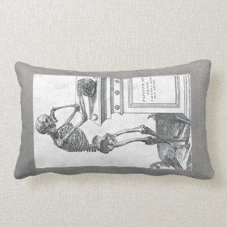 Esqueleto con la almohada de MoJo del americano