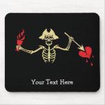 Esqueleto con la taza y el corazón quebrado alfombrilla de raton