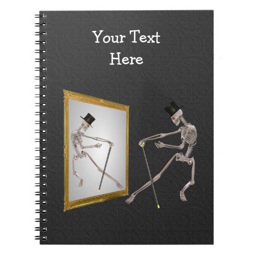 Esqueleto del baile en cuaderno del espejo
