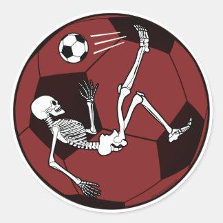 Esqueleto del fútbol pegatina redonda