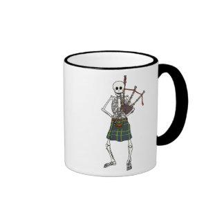 Esqueleto del gaitero taza de café