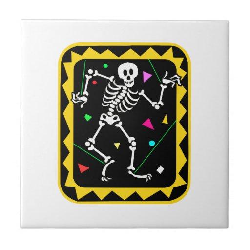 Esqueleto en el gráfico colorido Halloween de la c Tejas Cerámicas