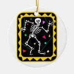 Esqueleto en el gráfico colorido Halloween de la c Ornamentos De Reyes