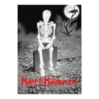Esqueleto en la invitación del fiesta de Halloween
