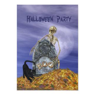 Esqueleto en la invitación del fiesta del