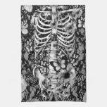 Esqueleto floral del cordón con las mariposas toalla de cocina