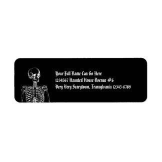 Esqueleto gótico del horror etiqueta de remite