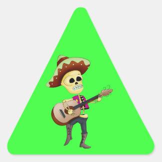 Esqueleto masculino del azúcar del Mariachi Pegatina Triangular