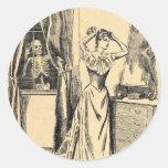 Esqueleto que espía en señora Vintage Goth Art del Pegatina Redonda