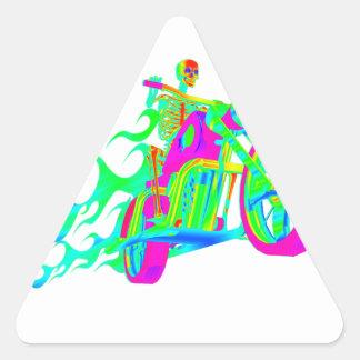 Esqueleto que monta una motocicleta pegatina triangular