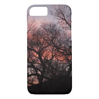 Esqueletos del árbol del baile en la puesta del funda iPhone 7