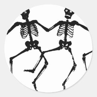 Esqueletos del baile pegatina redonda