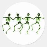 Esqueletos del baile, resplandor verde pegatinas redondas