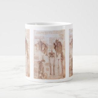 Esqueletos humanos de la anatomía de Leondardo da Taza De Café Grande