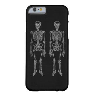 Esqueletos humanos dobles blancos funda de iPhone 6 barely there
