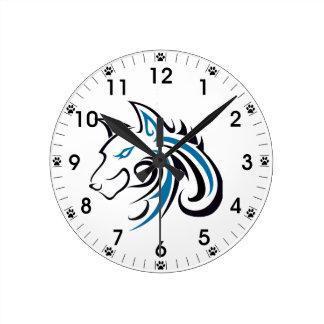 Esquema azul y negro de la cabeza del lobo reloj redondo mediano