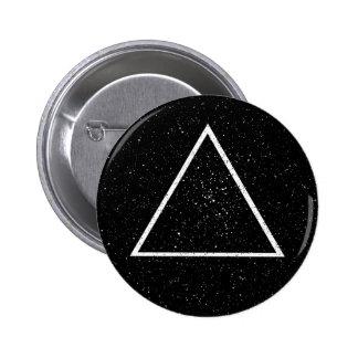Esquema blanco del triángulo en fondo negro de la pins