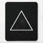 Esquema blanco del triángulo en fondo negro de la tapete de ratones