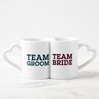 Esquema de novia y del novio del equipo set de tazas de café