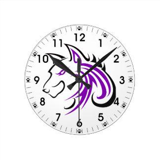 Esquema púrpura y negro de la cabeza del lobo de reloj redondo mediano