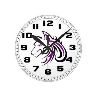 Esquema púrpura y negro de la cabeza del lobo reloj redondo mediano