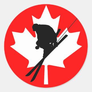 Esquí alpino canadiense de la bandera pegatina redonda
