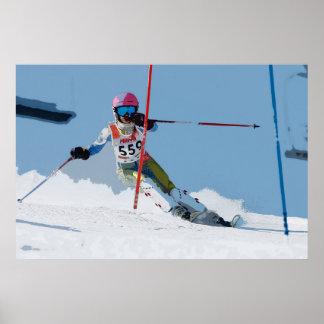 Esquí alpino que compite con el poster 3