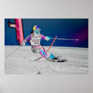 Esquí alpino que compite con el poster D1430-057