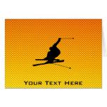 Esquí amarillo-naranja de la nieve felicitacion