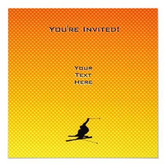 Esquí amarillo-naranja de la nieve invitacion personalizada