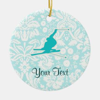 Esquí de la nieve del trullo adorno navideño redondo de cerámica