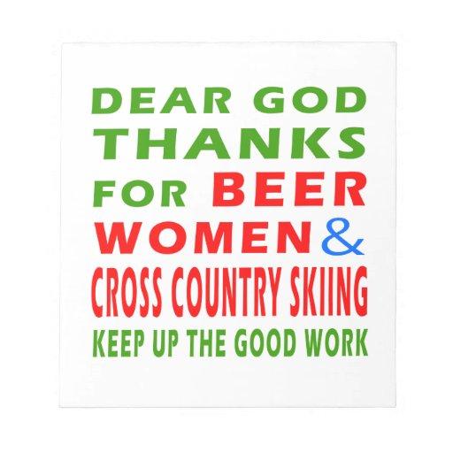 Esquí de las mujeres y del campo a través de la ce bloc