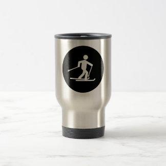 Esquí del campo a través tazas de café