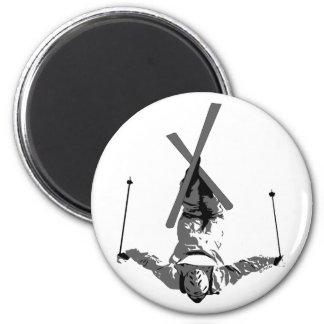 Esquí del estilo libre imán redondo 5 cm
