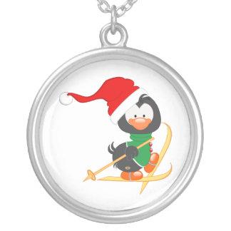 Esquí del pingüino del navidad colgante redondo