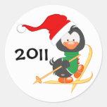 Esquí del pingüino del navidad pegatinas redondas