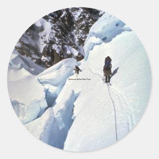Esquí durante invierno del paso de Kahiltna Pegatina Redonda