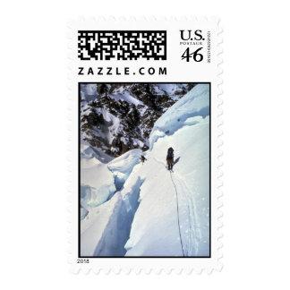 Esquí durante invierno del paso de Kahiltna