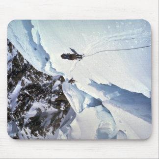 Esquí durante invierno del paso de Kahiltna Alfombrilla De Raton