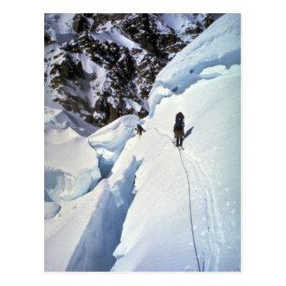 Esquí durante invierno del paso de Kahiltna Tarjetas Postales
