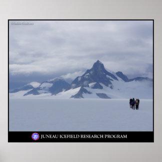 Esquí hacia rey del glaciar en Alaska Póster