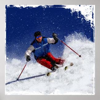 Esquí que compite con abajo de la montaña posters