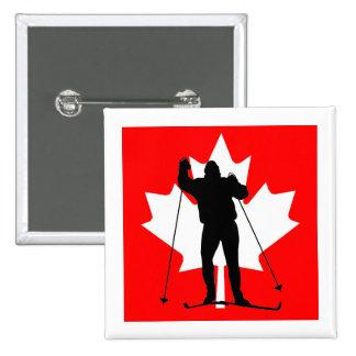 Esquiador a campo través de la bandera canadiense pin cuadrado